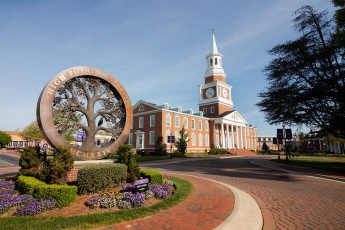 HPU Selected for Princeton Review's  'Best 386 Colleges'