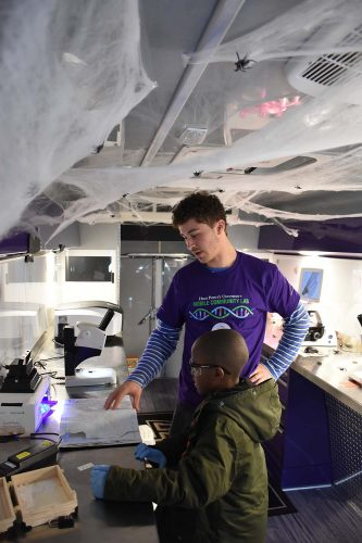 HPU's Cell-Art Collaborative Hosted Experiment Day for Local Students