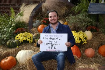Giving Thanks: HPU Students Participate in 'The Gratitude Project'