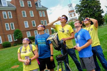 3,000 Gather at HPU to Celebrate The Great American Eclipse
