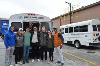 HPU's Professional Selling Club Delivers Thanksgiving Dinners for Local Families