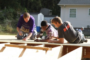 Men's Basketball Volunteers for Habitat for Humanity