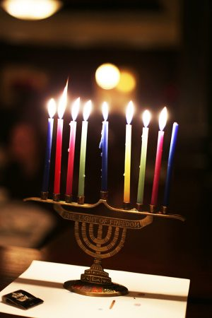 Students Share Jewish Traditions at Hanukkah Dinner