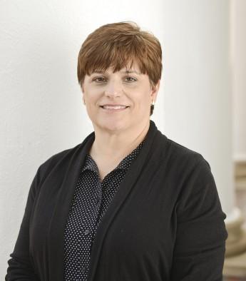 School of Pharmacy Hires Hoskins as Department Administrator