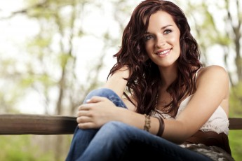 HPU Hosts Country Singer Lacy Green as Part of Free Arts Splash Concert Series