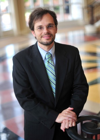 Professor Discusses Syrian Public Opinion During Peace Talks